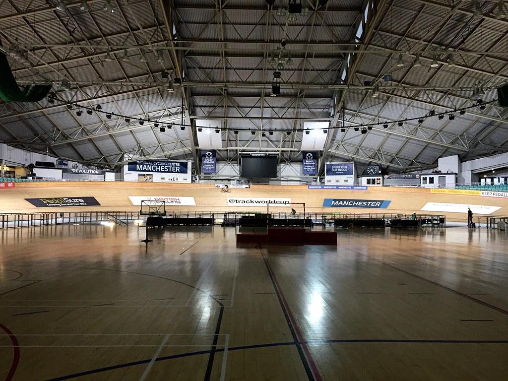 manchester-velodrome-track-cycling-lady-velo