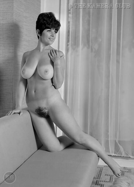 Nude photo of queen-4674