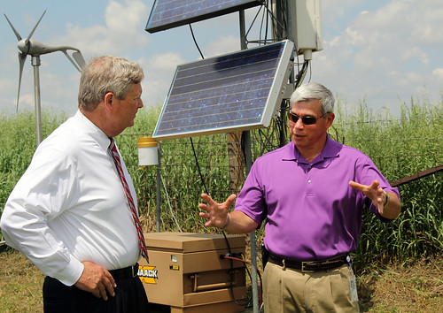 Agriculture Secretary Tom Vilsack and Agricultural Research Service (ARS) supervisory plant physiologist Dr. Jerry Hatfield discuss gathering information on climate changes and impacts.