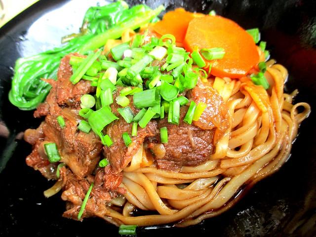 Chopsticks beef noodles, dry 2