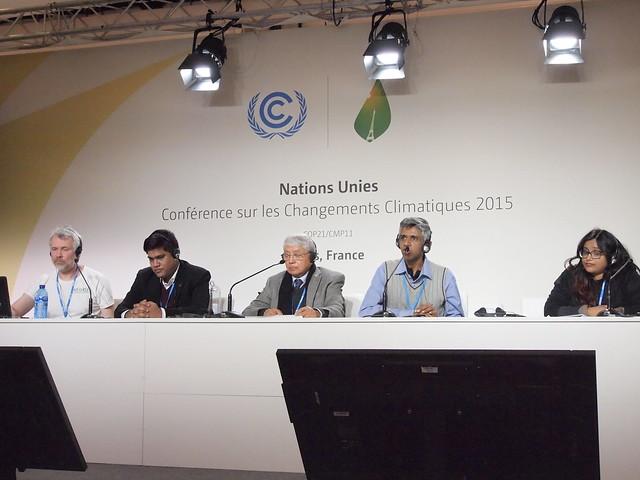 由左至右:主持人、哈珊(孟加拉)、緒瑞沙 (尼泊爾)、斯里蘭卡及印度代表。攝影:賴慧玲。