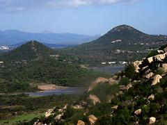 Sur le sentier de montée au hameau de Ghjuncaghola : l'étang de Santa Ghjulia