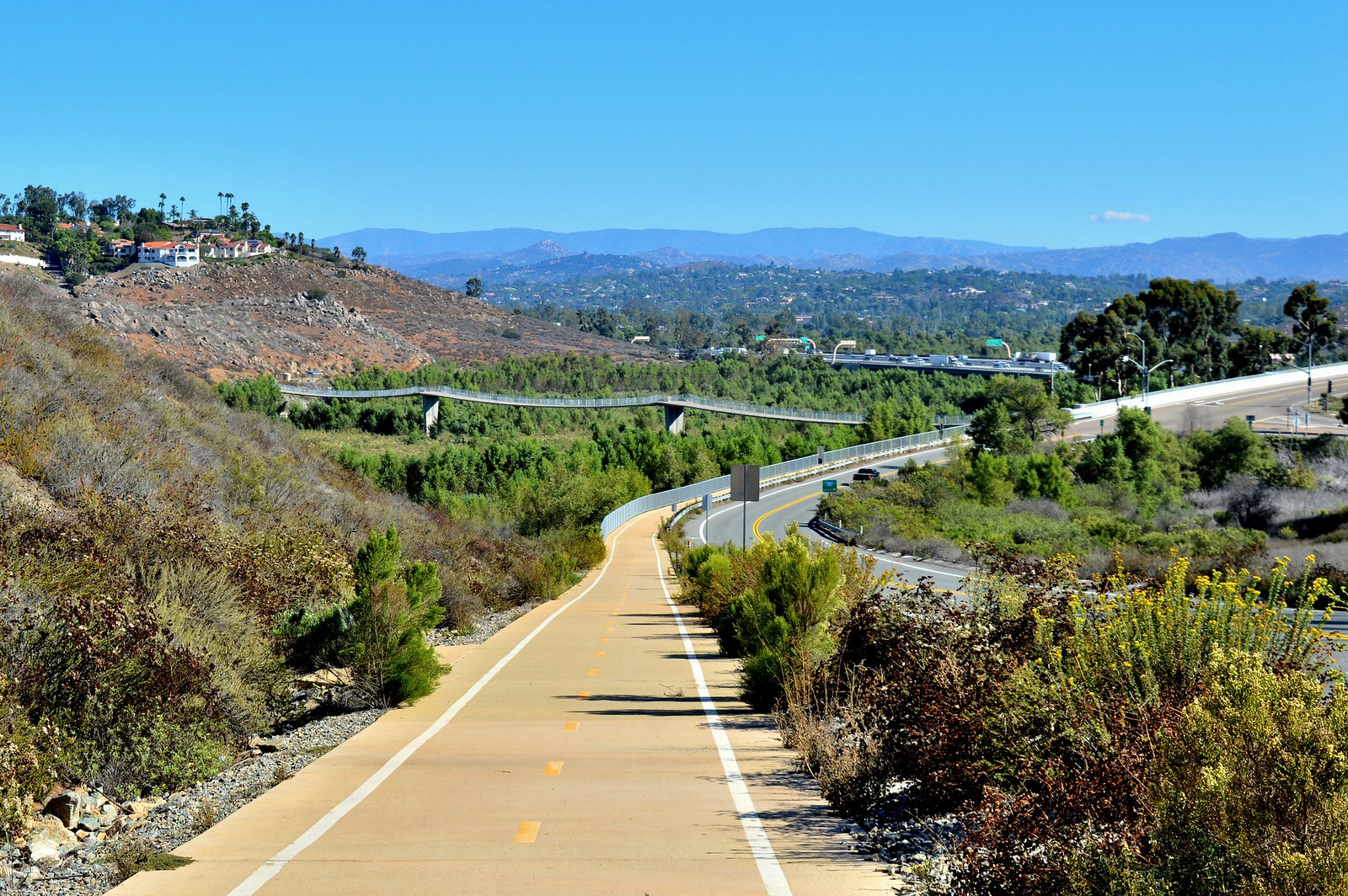 How lake hodges bridge reveals the drought in california for Lake hodges fishing