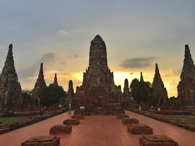 Templo Wat Chaiwatthanaram al atardecer (Ayutthaya, Tailandia)