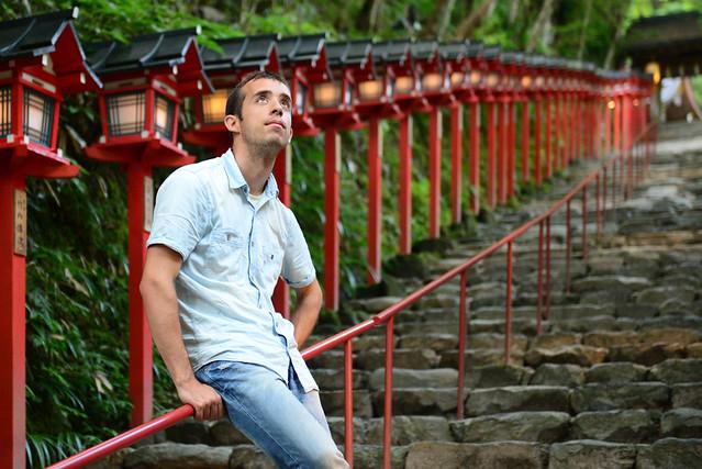 En las escaleras de los templos de Kibune
