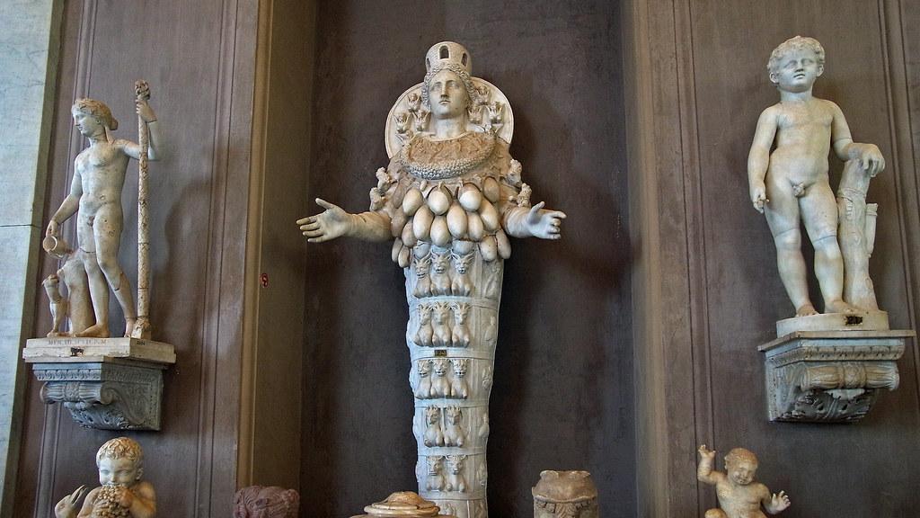 Les mus es du vatican statue d 39 art mis la d esse est - Les beatitudes une secte aux portes du vatican ...