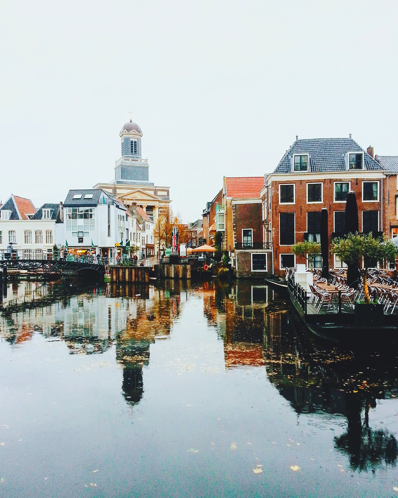 Leiden: Dutch city.