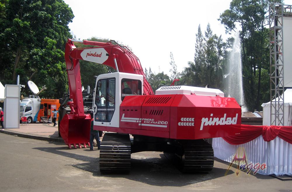escavatori pindad indonesia  20701655129_3c7d48ceee_b