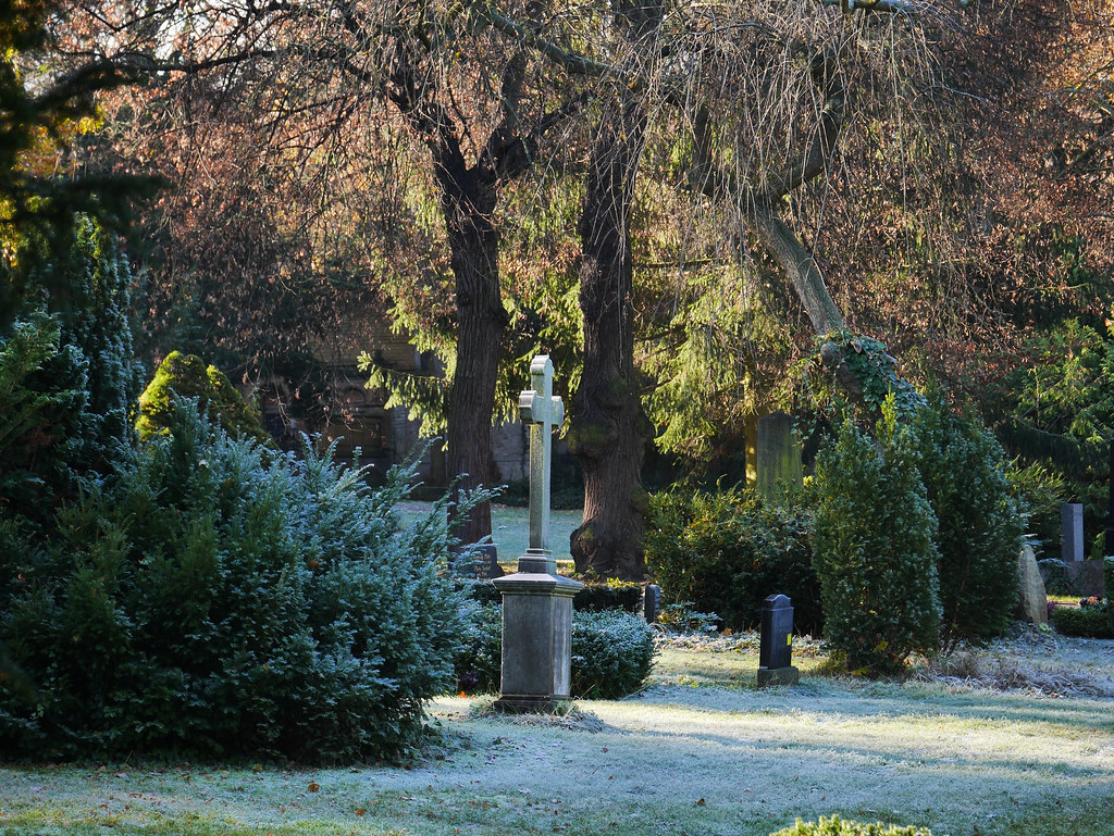 Totensonntag – the November sunday to remember the deceased. Seen in a Berlin cemetery ©Thomas Wiegold