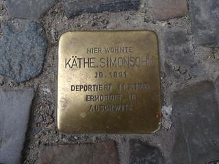 Stolpersteine. Tropezando en Berlín