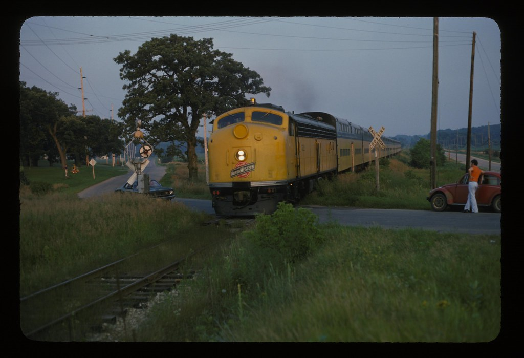 CNW 522 E8a Lake Geneva Branch | C&NW train #639 moves very … | Flickr