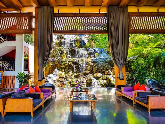 20160930-201Golden Tulip Bay View Hotel Lobby