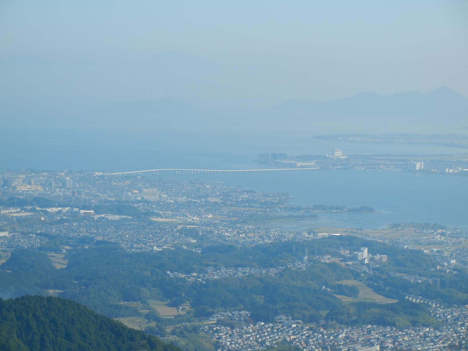 比叡山から琵琶湖大橋を望む