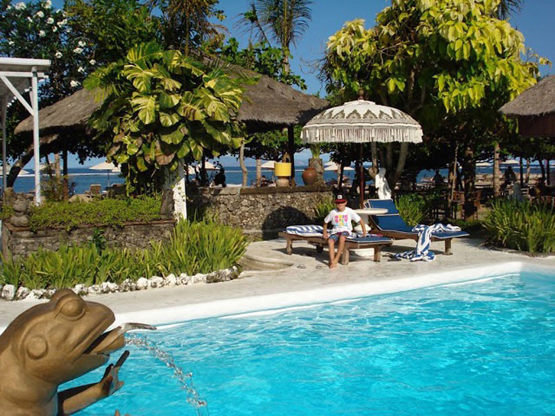4-la-taverna-pool-via-nelly