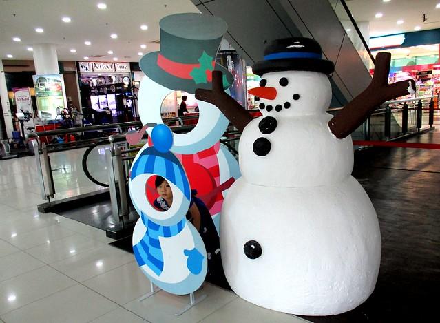 Delta Mall snowmen