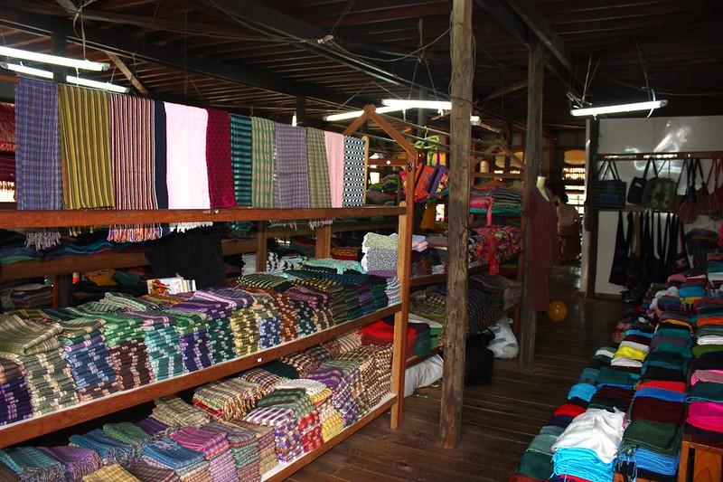 Торговля тканями Инле