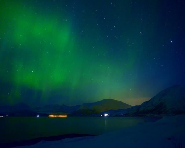 Península de Kvaloya al Oeste de Tromso, en la noche, sin duda de los mejores sitios para ver la aurora boreal en Noruega