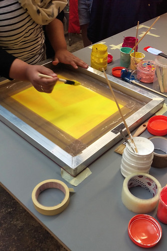 Painting printing ink directly onto the silk screen