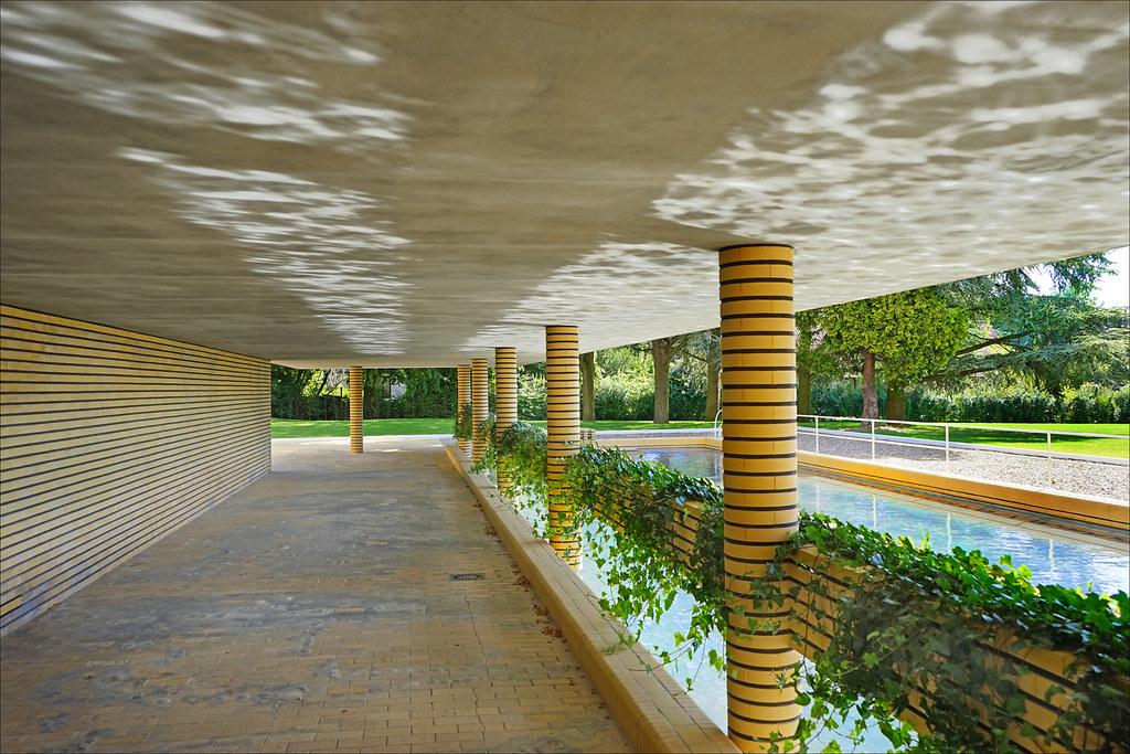 la piscine de la villa cavrois croix le bassin de. Black Bedroom Furniture Sets. Home Design Ideas
