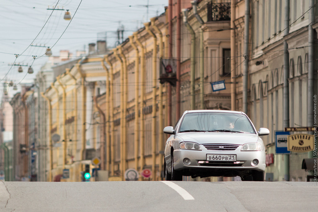 Автомобиль на улицах Санкт-Петербурга