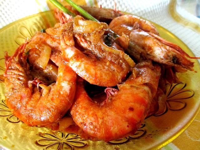 Dry tom yam prawns