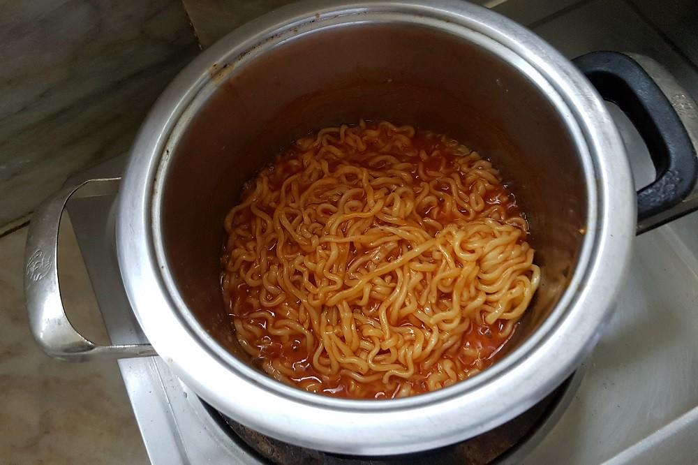 cooking buldak bokkeum myun