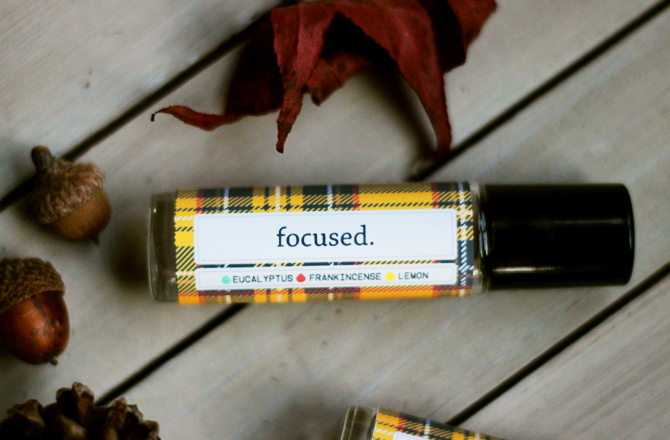 brittandhive.com: Focused rollerball recipe (and free printable label) - a rollerball recipe to keep your mind on track during all the season's hustle and bustle.