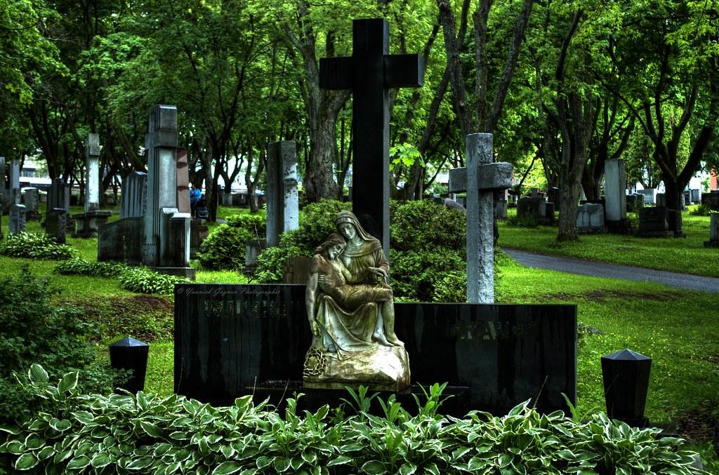 Le respect dû aux morts se perd au Québec et ailleurs dans le monde... - Page 2 22503368626_dd9c9cfbfc_b