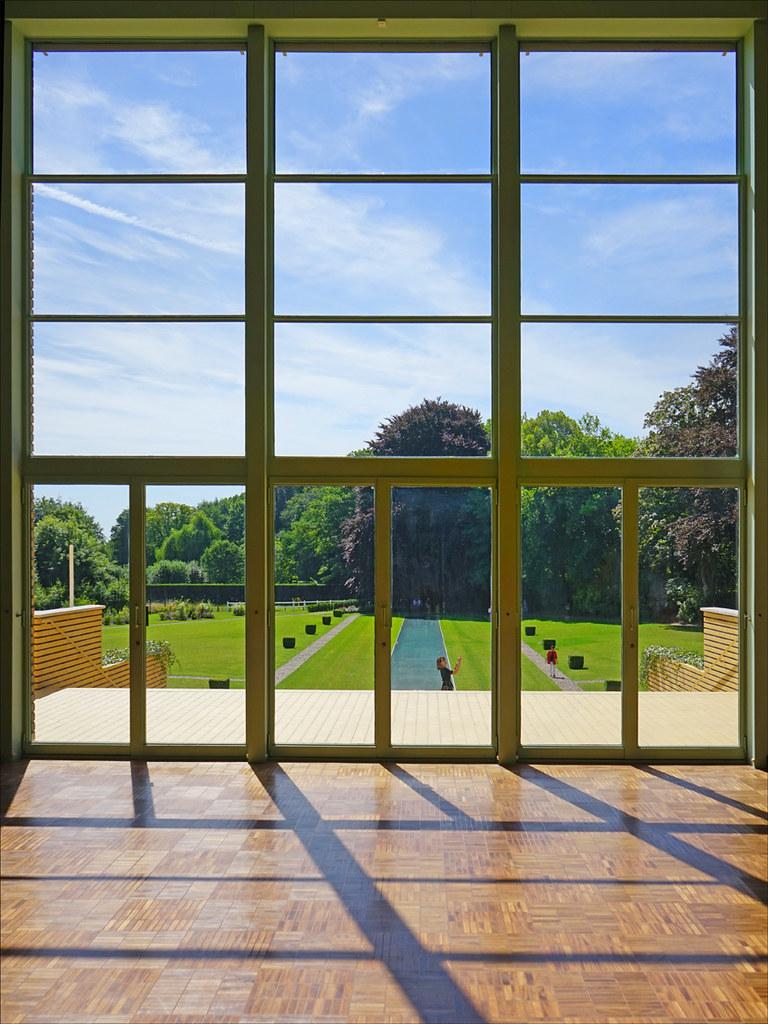 la baie vitr e du hall salon villa cavrois croix flickr. Black Bedroom Furniture Sets. Home Design Ideas