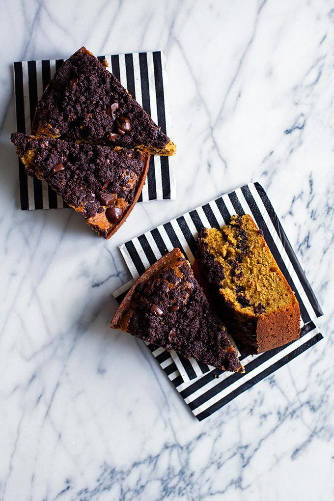 Pumpkin Chocolate Crumb Cake | http://hungrygirlporvida.com