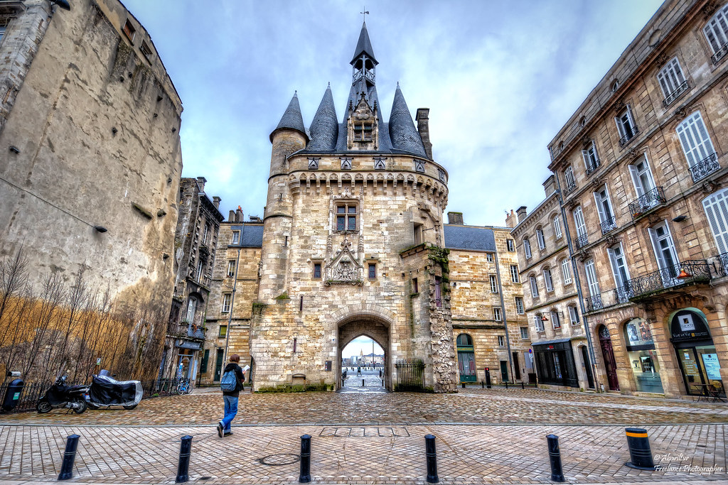 La porte cailhau vue du cot de la place de palais borde for Porte 15 bordeaux
