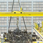 NASA has successfully installed the first of 18 flight mirrors onto the James Webb Space Telescope, beginning a critical piece of the observatory´s construction. Image credit: NASA/Chris Gunn