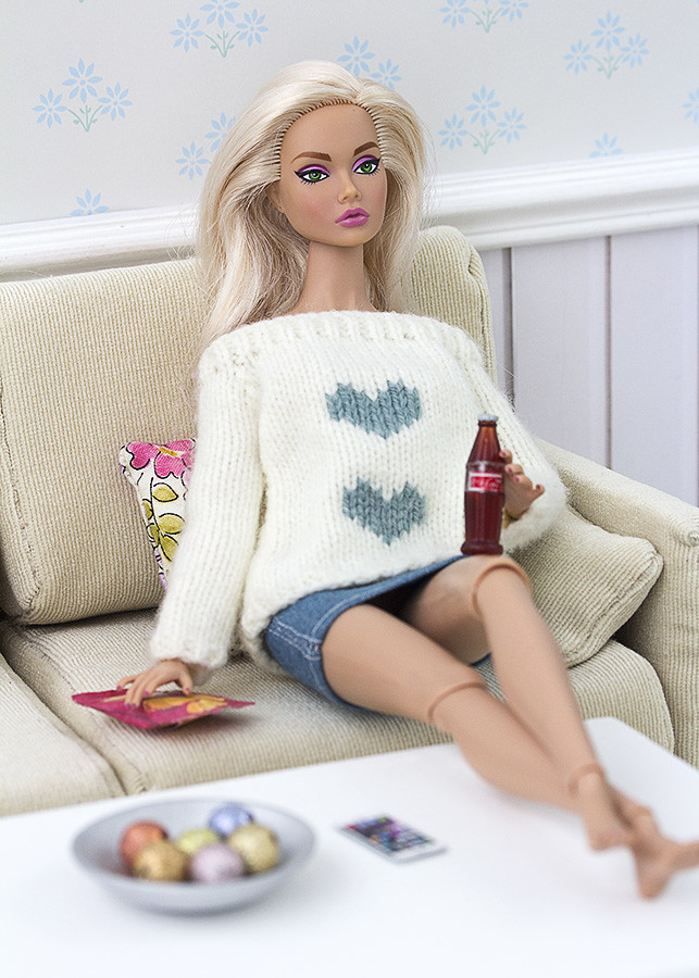 handknitted sweater for barbie
