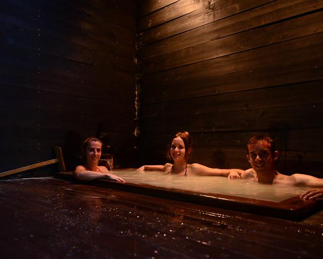Bañándonos en un onsen privado en el Ryokan Mount View Hakone