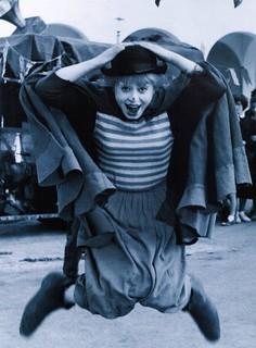 Дорога_Giulietta Masina sur le plateau de La Strada (1954, dir. Federico Fellini)