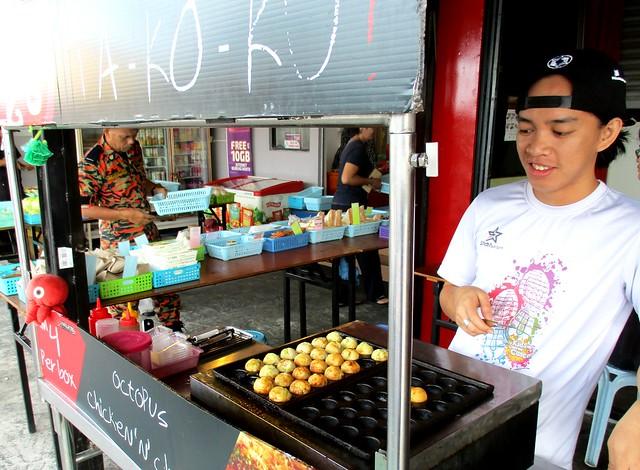 Mak Met takoyaki stall