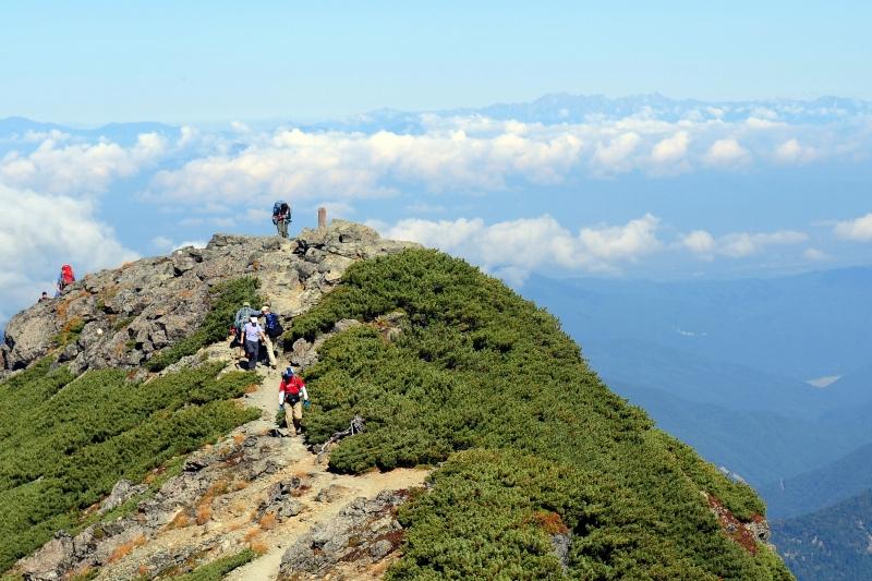 塩見岳西峰と槍・穂高連峰大遠望