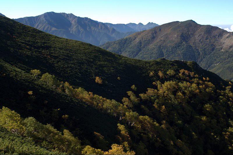 塩見小屋付近より見る荒川三山と小河内岳