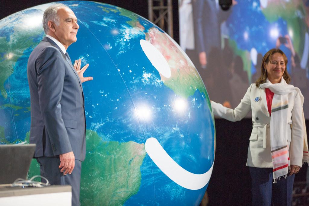 COP22開幕記者會。圖左為COP22主席、摩洛哥外交部長邁祖爾(Salaheddine Mezouar),右為COP21主席、法國環境部長賀雅爾(Segolene Royal)。圖片來源:聯合國 UNclimatechange(CC BY 2.0)