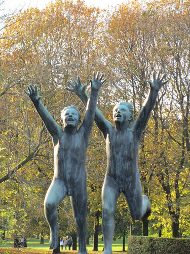 Niños corriendo Vigeland Oslo