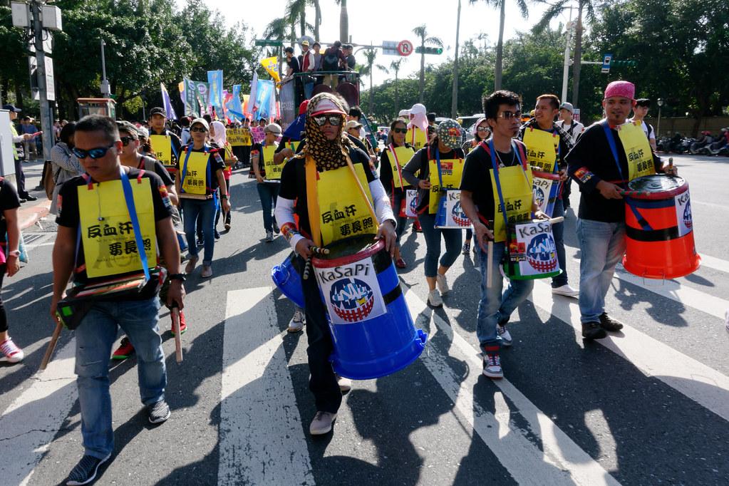 雖然12月還有一場移工大遊行,但菲律賓移工團體Kasapi的知名鼓隊,今天仍然沒有缺席。(攝影:林佳禾)