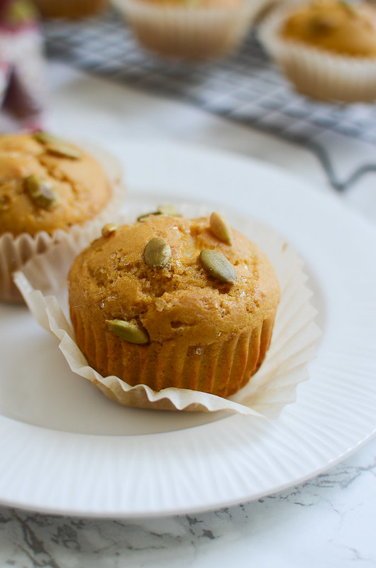 Maple Pumpkin Cheese Cheese Muffins - moist pumpkin muffins flavored with maple and filled with sweetened cream cheese!