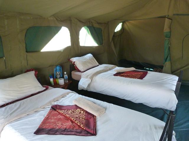 Interior de una tienda Meru de Mopane en la que dormimos durante nuestro safari en Botswana