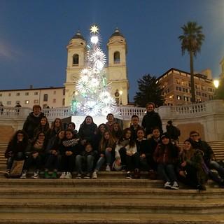 Gli studenti in Piazza di Spagna a Roma
