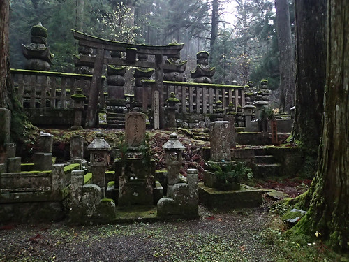 Koyasan Okunoin Cemetery walk at night (4)