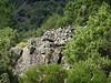 L'enclos-murets perché au-dessus de la bergerie de l'Ancinu