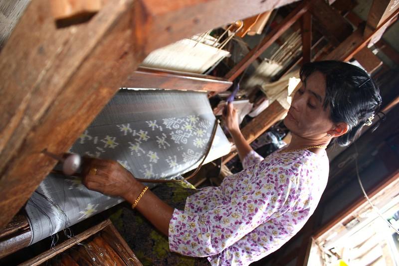 Мьянма, ткацкая фабрика