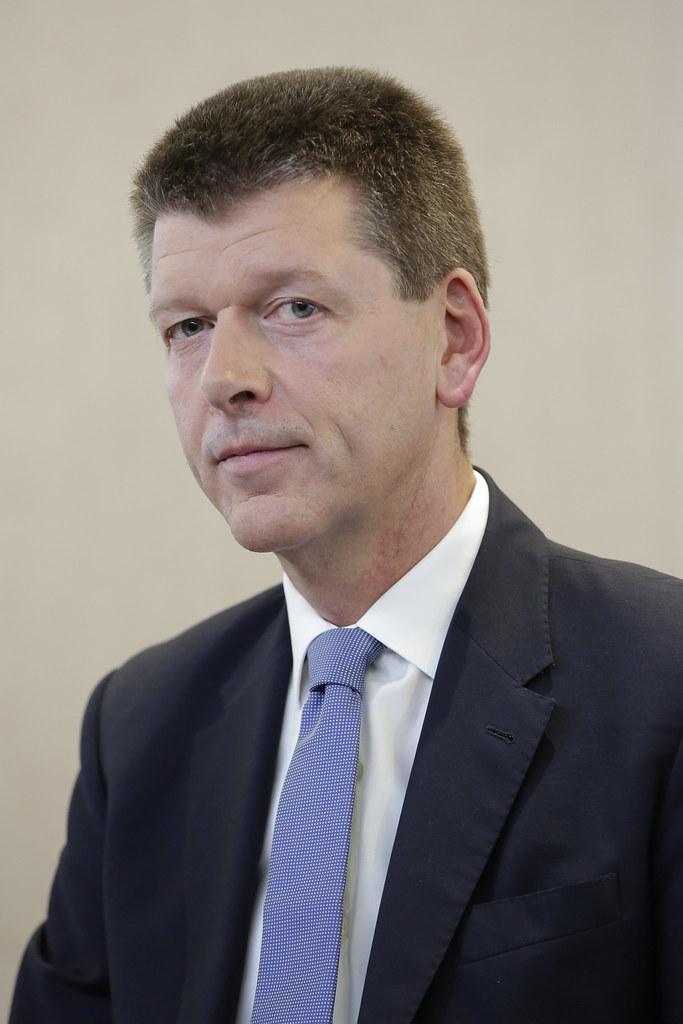 <b>François-Xavier Roger</b>, Nestlé Chief Financial Officer | Flickr - Photo <b>...</b> - 22029011958_bc3b2b8964_b