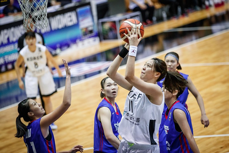 朴智修(持球者)被譽為WNBA拉斯維加斯王牌隊超級新人。(資料照,FIBA官網提供)