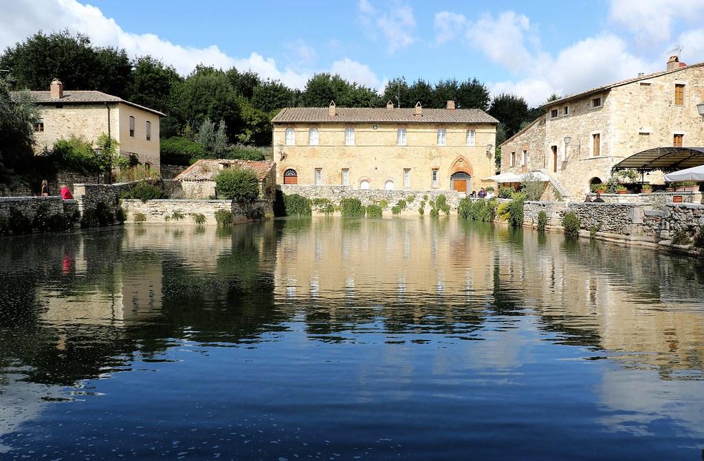 Piazza delle sorgenti bagno vignoni bagno vignoni una flickr - Centro benessere le terme bagno vignoni si ...